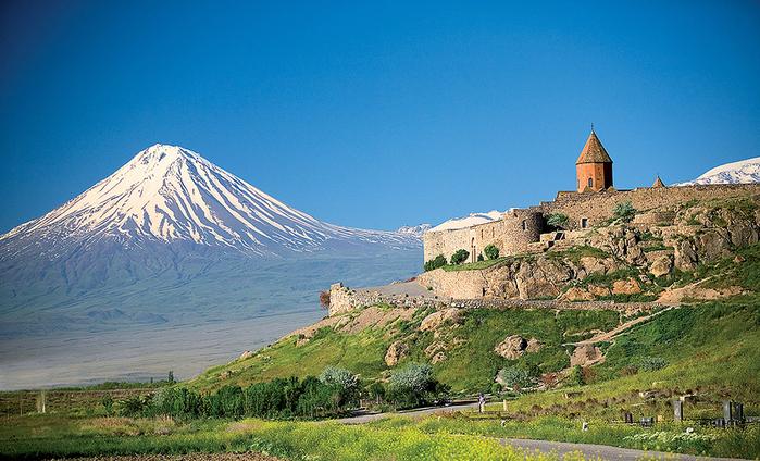 2. Гора Арарат и  монастырь  Хор-Вирап (700x424, 461Kb)