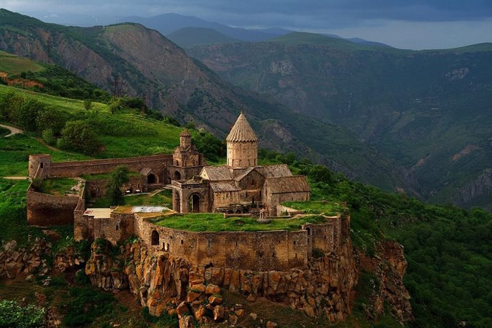 4. Татевский монастырь (700x466, 369Kb)