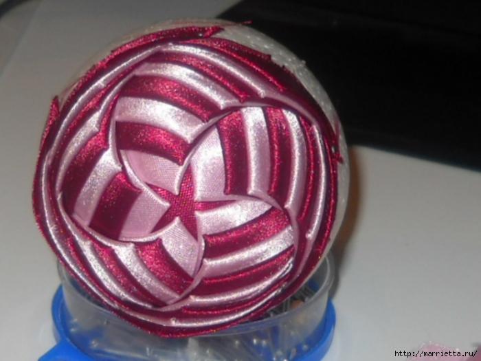 Елочная игрушка из атласных лент своими руками