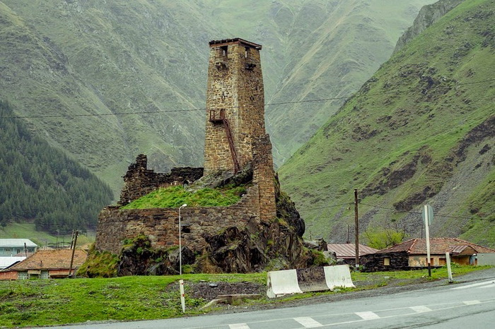 svaneti-towers-1 (700x466, 178Kb)