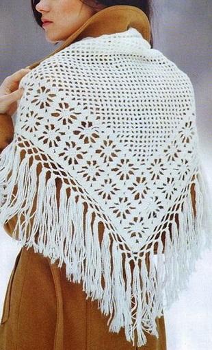 Белая шаль с большими