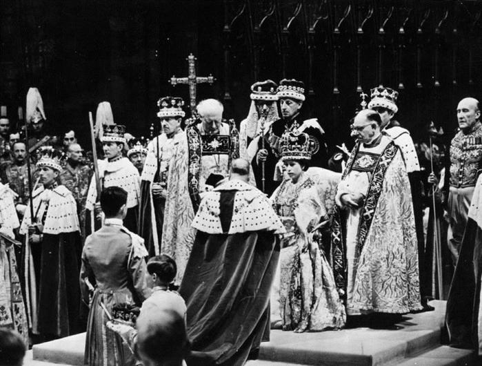00 Коронация Елизавета II (700x530, 261Kb)
