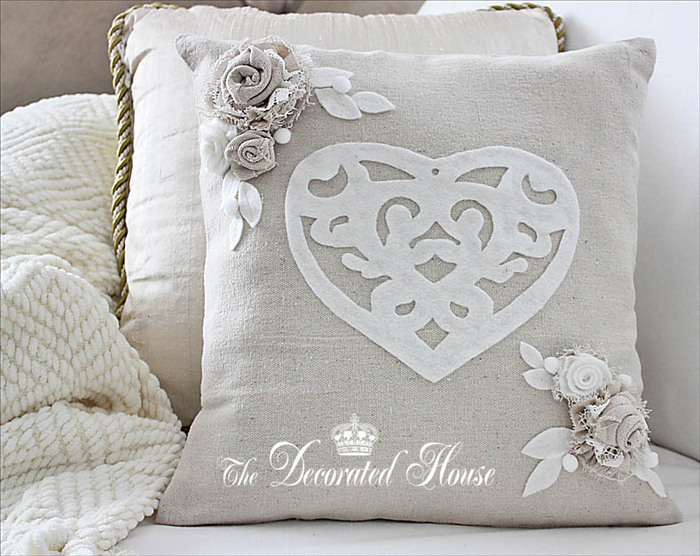 The Decorated House Valentines Day Pillow with Fabric Flowers (700x556, 139Kb)