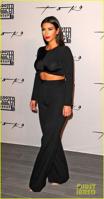 kim-kardashian-butt-gets-praised-by-meghan-trainor-05 (365x700, 53Kb)