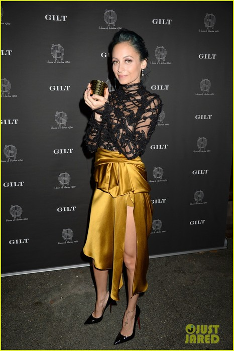 nicole-richie-joins-gilt-to-celebrate-the-launch-of-her-house-of-harlow-1960-02 (466x700, 80Kb)