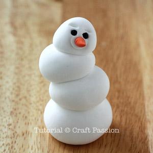 Веселый снеговик. Брелок для ключей из полимерной глины (5) (300x300, 60Kb)