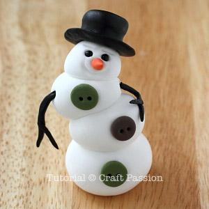 Веселый снеговик. Брелок для ключей из полимерной глины (9) (300x300, 68Kb)
