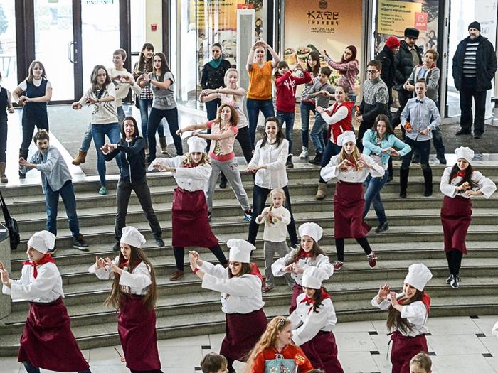 Флешмоб в Екатеринбурге и поклонники сериала «Кухня»!