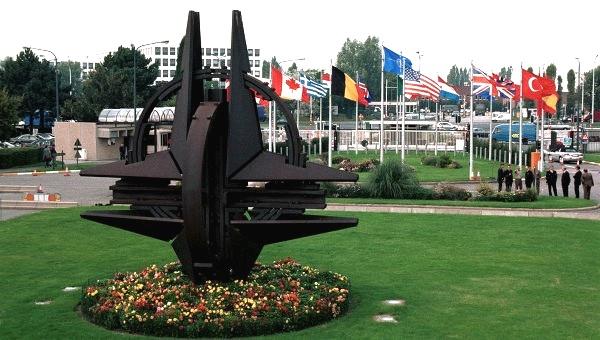 Брюссель - штаб-квартира НАТО (600x340, 94Kb)