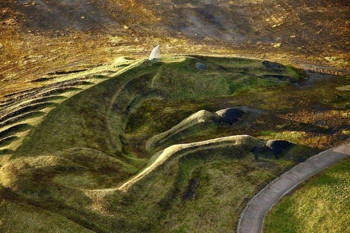 скульптура лошади из угля англия 2 (700x466, 392Kb)