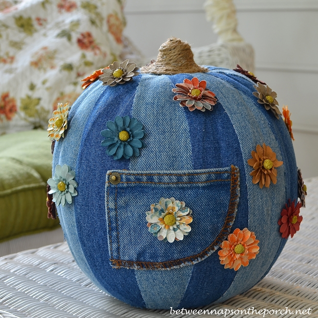 Denim-Pumpkin-on-Screened-Porch-2_wm (650x650, 545Kb)