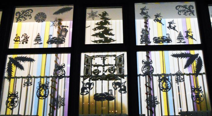 силуэт елочки, силуэт Деда мороза с санками, силуэт зайчика, силуэт снеговика, силуэт новогоднего оленя, силуэт новогоднего шара, силуэты на новый год, новогодние силуэты, как украсить окна на Новй год, чем украсить окна на новый год, Хьюго Пьюго новогодние раскраски трафаретф силуэты, как украситьокна на новый год в детском саду,/4682845_DSCN2424 (700x386, 305Kb)