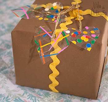 Сердечки из скотча для праздничной упаковки подарков (6) (350x332, 94Kb)