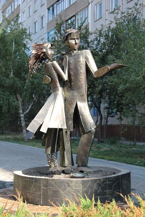 Памятник Танцующая пара в Новосибирске (466x700, 157Kb)