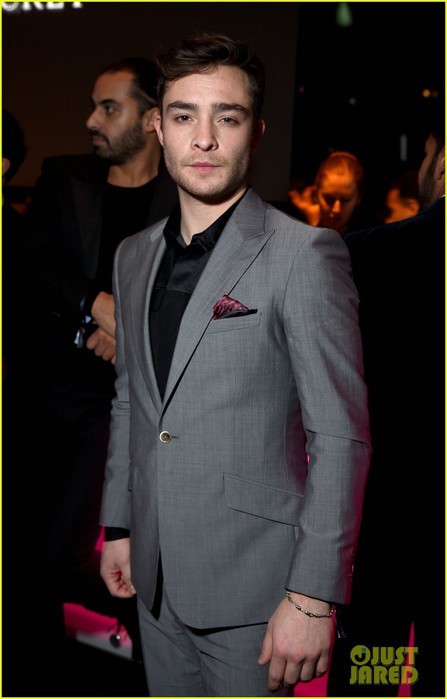 ed-westwick-makes-it-to-victorias-secret-fashion-show-07 (447x700, 51Kb)