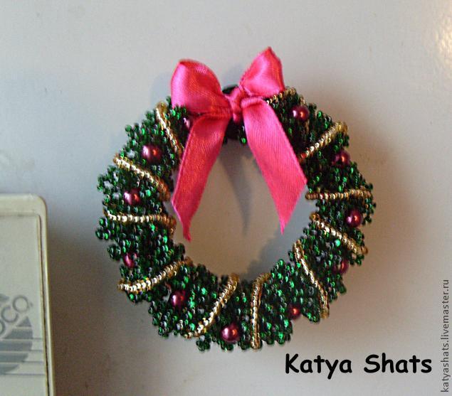 Делаем магнит «Рождественский венок» в технике бисероплетения/1783336_131114052744 (635x557, 48Kb)