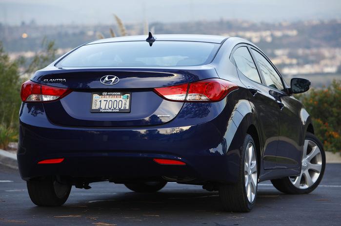 Hyundai_Elantra_06 (700x464, 103Kb)