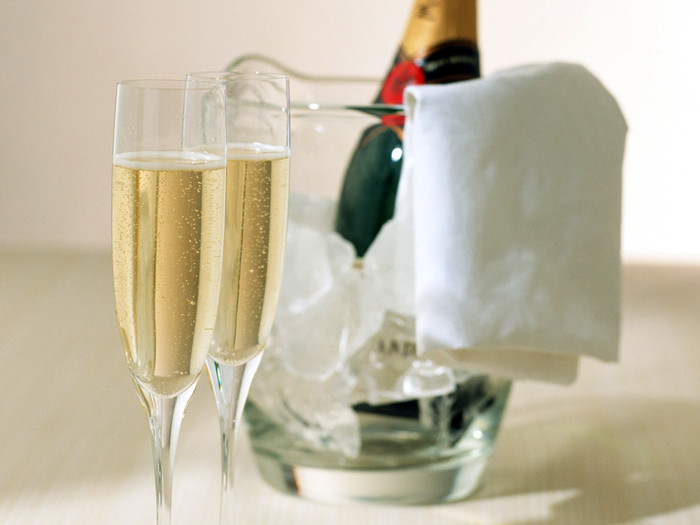 3085196_about_champagne_01 (700x525, 67Kb)