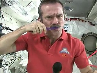 1364916973_chris-hadfield (316x237, 21Kb)