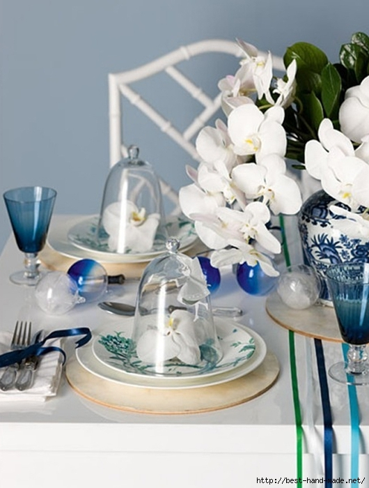 blue-christmas-table-setting-with-flower-ornaments (530x700, 203Kb)
