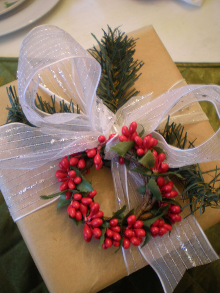 new-year-decorations-from-pine-branches-gift-wrapping3 (450x600, 303Kb)