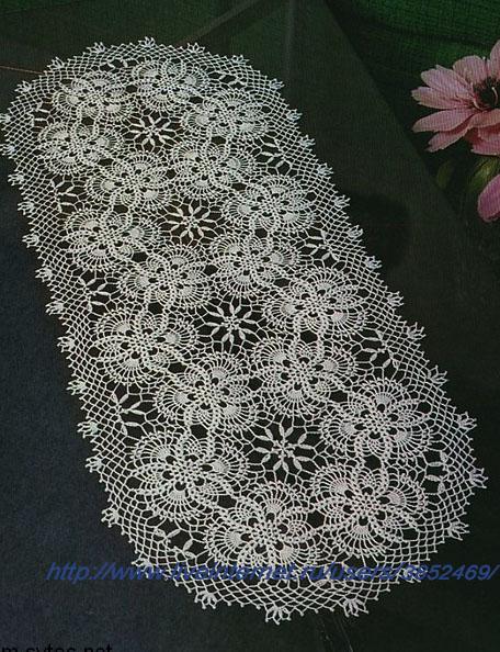 Овальная салфетка из цветочных