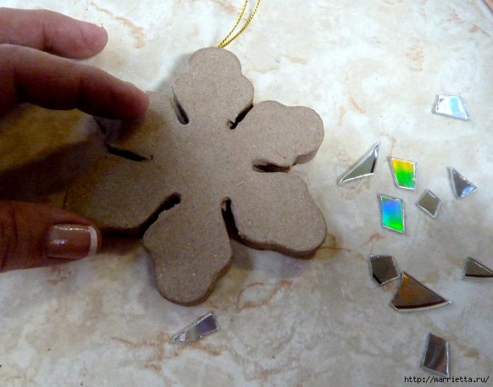 Елочные игрушки с мозаикой из CD дисков (7) (700x549, 266Kb)