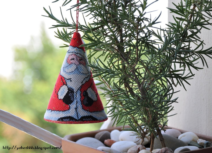 Дед Мороз - подвеска с вышивкой для елочки (2) (700x506, 403Kb)
