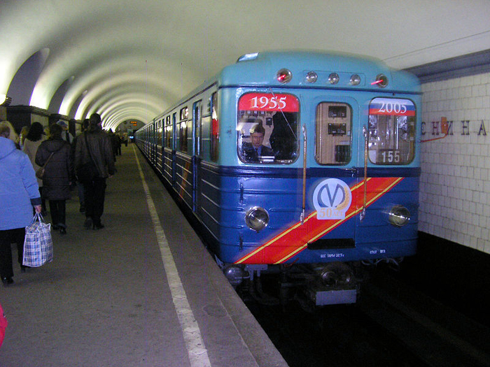 02 Saint_Petersburg_Metro_Retro_Train (700x525, 501Kb)