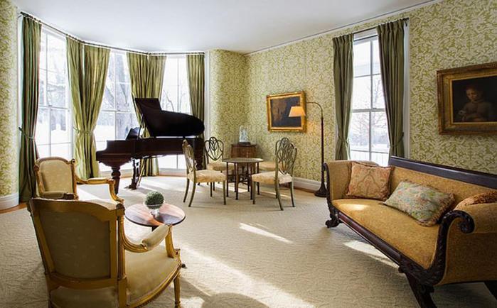 Очарование зелёного цвета: 15 потрясающих гостиных