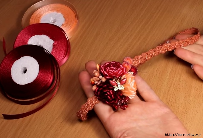 Цветы из атласных лент мастер класс маленькие