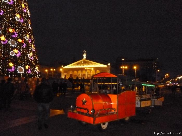 Новогодняя площадь Ленина-трансп1 (700x525, 276Kb)