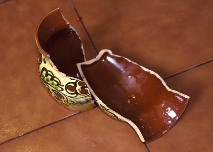 Разбитый-глиняный-кувшин-1288007998_55 (700x500, 100Kb)