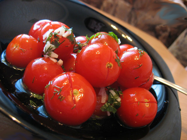 малосольные-помидоры-черри (640x480, 223Kb)