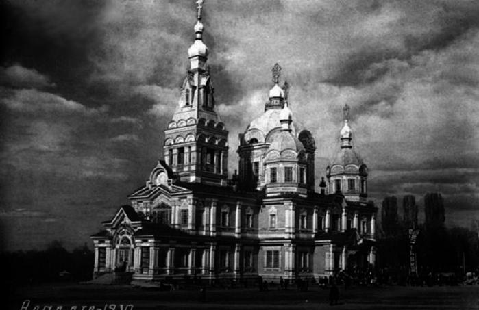 город верный Собор в Пушкинском саду(700x453,215Kb)