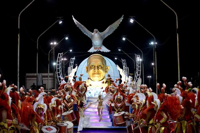 карнавал в честь папы римского аргентина 1 (700x466, 297Kb)