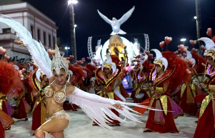 карнавал в честь папы римского аргентина 7 (700x448, 351Kb)