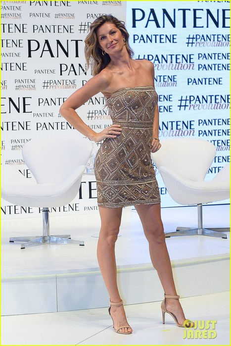 gisele-bundchen-never-fails-to-stun-on-the-red-carpet-13 (467x700, 102Kb)