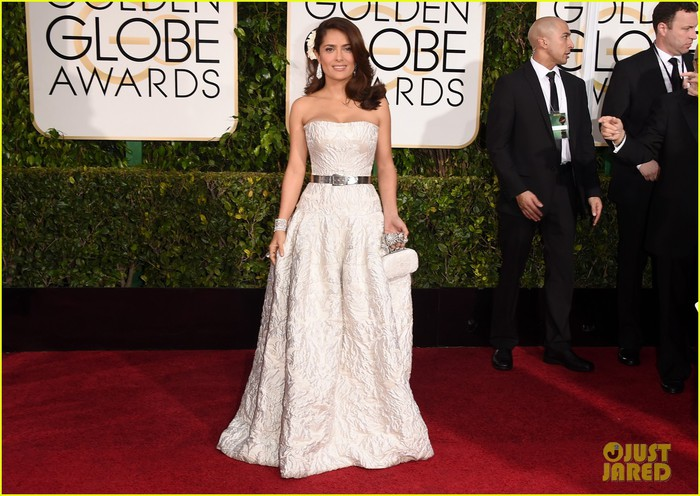 salma-hayek-is-the-lady-in-white-at-the-golden-globes-01 (700x496, 106Kb)