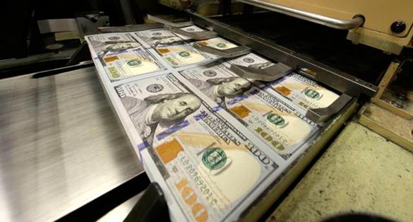 Доллар питается от мирового кризиса (585x314, 144Kb)