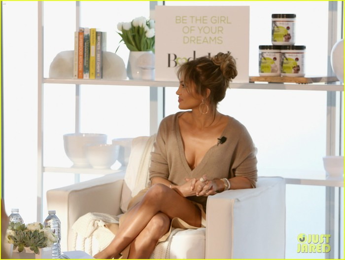 jennifer-lopez-launches-her-bodylab-movement-ahead-of-american-idol-08 (1) (700x527, 61Kb)