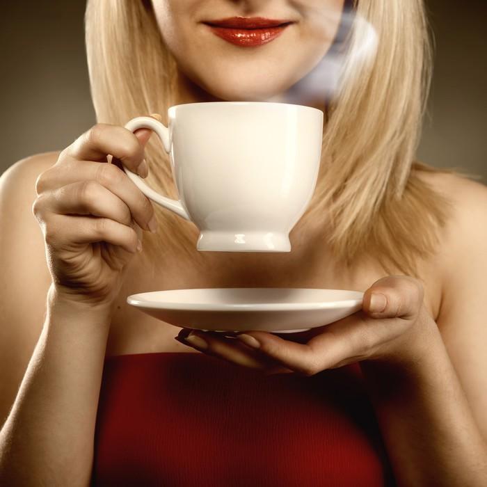 Фото блондинок с чашками 18 фотография