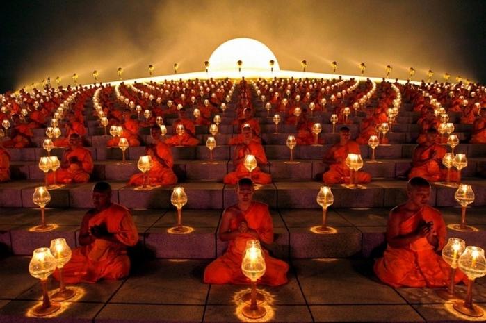 Буддийские монахи (700x465, 259Kb)