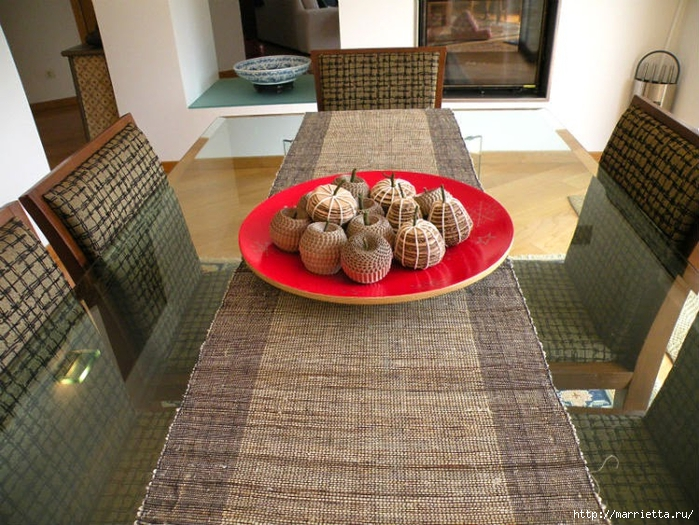 Яблоки и груши из гофрированного картона (6) (700x525, 329Kb)