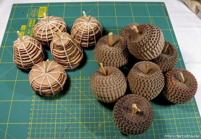 Яблоки и груши из гофрированного картона (8) (700x483, 346Kb)