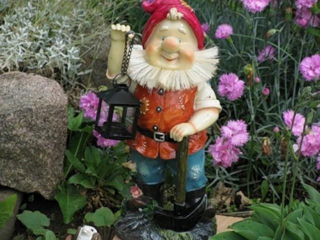 Сделать фигуры для сада и дачи можно своими руками из дерева, гипса или. .