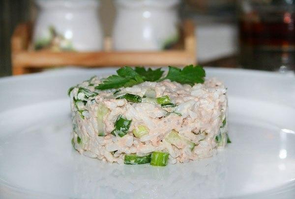 Салат из рыбной консервы с сыром
