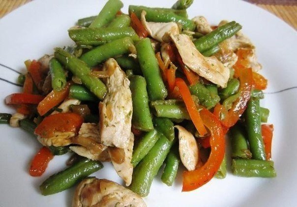 куриный салат с фасолью/1419361098_tupluyy_kurinuyy_salat (604x421, 59Kb)