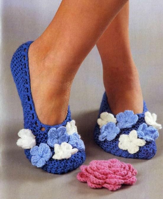 являются носки и тапочки.