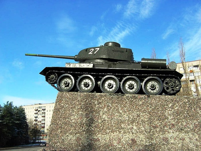 памятник-танкистам (700x525, 129Kb)